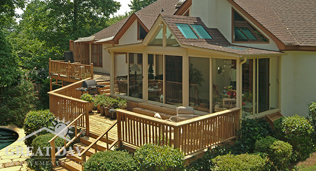 Buffalo sunroom with deck